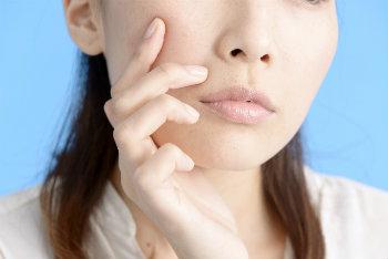 炭水化物の食べ過ぎ 皮脂分泌の増加