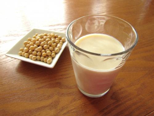 豆乳 イソフラボン 保湿効果
